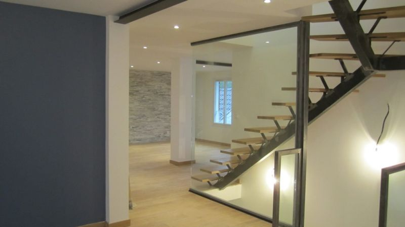 Am nagement int rieur sur mesure d 39 une maison divonne for Entreprise de renovation interieur